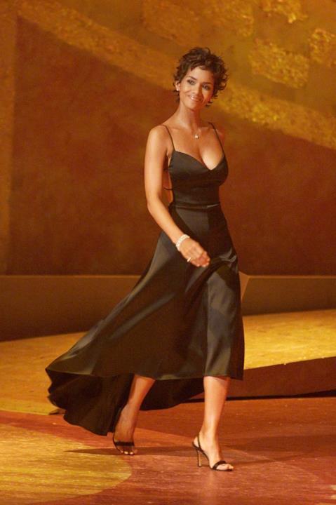Halle Berry con un meraviglioso abito da sera nero