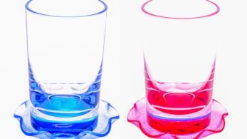 Due sottobicchieri di vetro