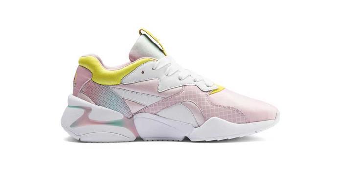 Sneakers da running modello Nova di Puma, dedicato a Barbie