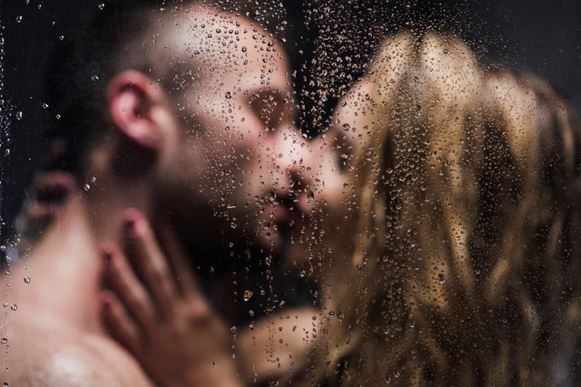 Sesso con il ciclo nella doccia