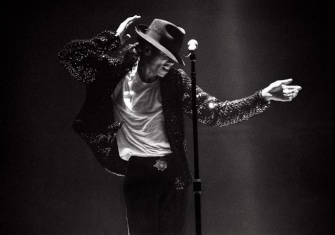 Micheal Jackson durante un concerto del 1995