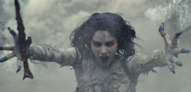 Sofia Boutella nei panni di Ahmanet in La Mummia