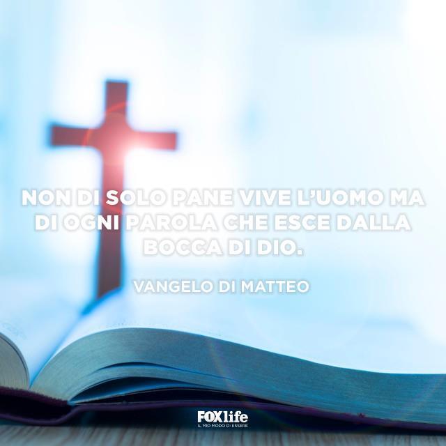 Bibbia con crocifisso
