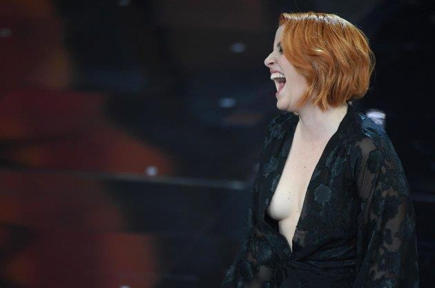 La cantante Noemi sul palco del Festival di Sanremo 2018