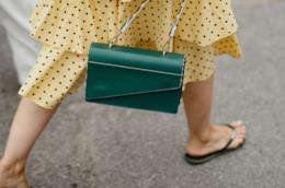 Outfit composto da infradito dallo Street Style Copenhagen P/E 2019