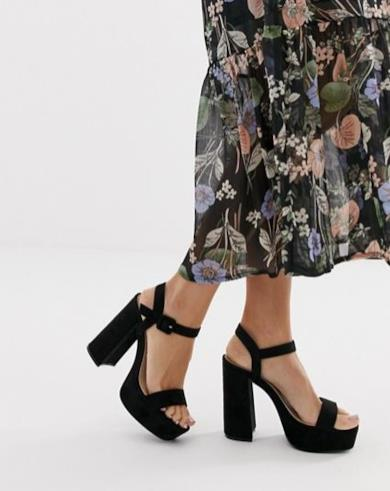 Sandali neri scamosciati con plateau