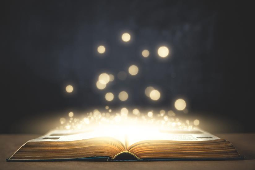Libro aperto illuminato