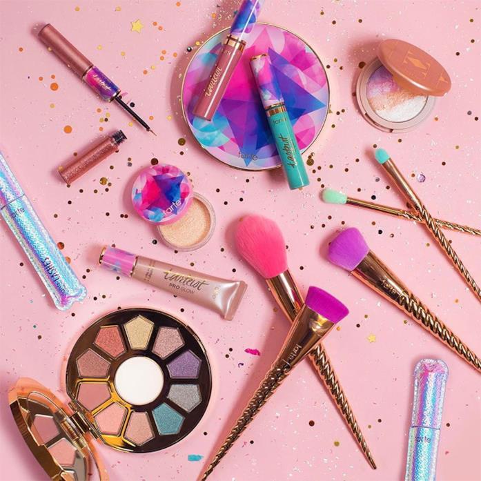 La make-up collection di Tarte ispirata agli unicorni