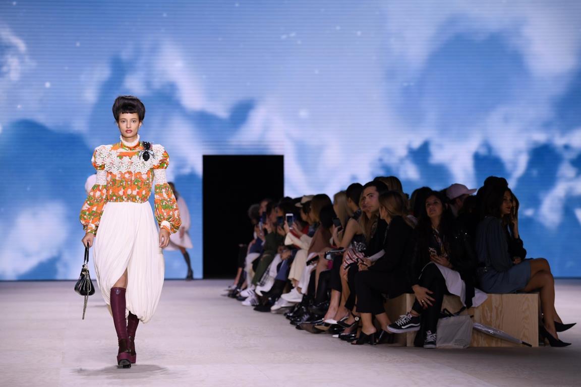 Uno dei look di Louis Vuitton