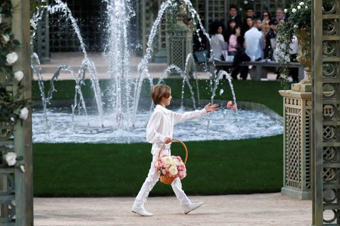La grande fontana alla sfilata di Chanel Haute Couture