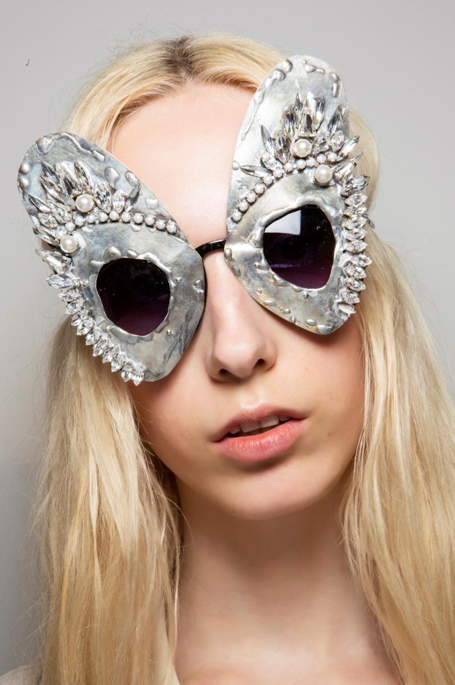 Gli occhiali Night Owl di Watchmen firmati Bora Aksu London Fashion Week 2019