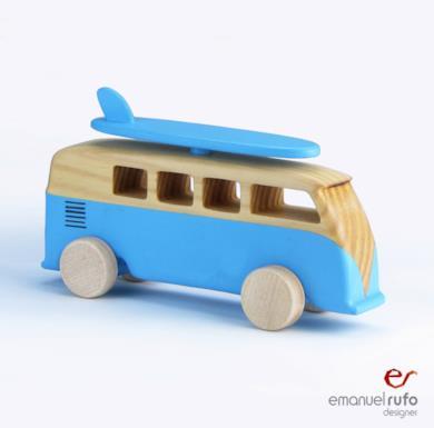 Autobus in legno giocattolo