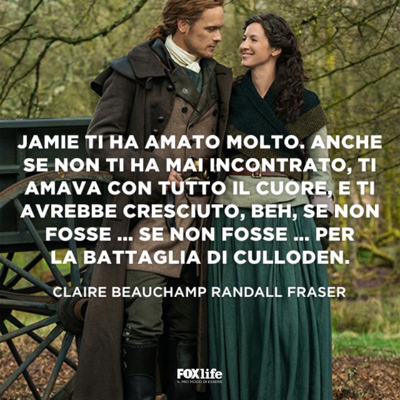 Jamie e Claire si guardano sorridendo