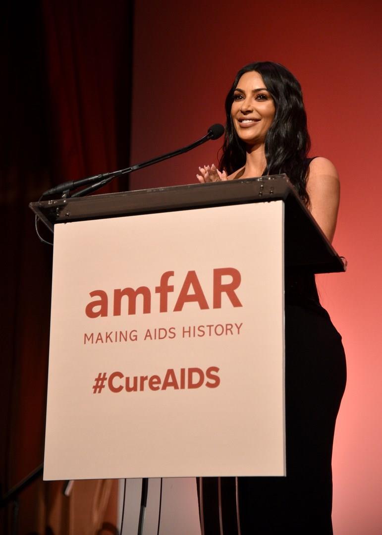 Kim Kardashian all'amfAR