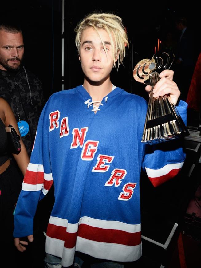Justin Bieber con i dreadlocks a un evento
