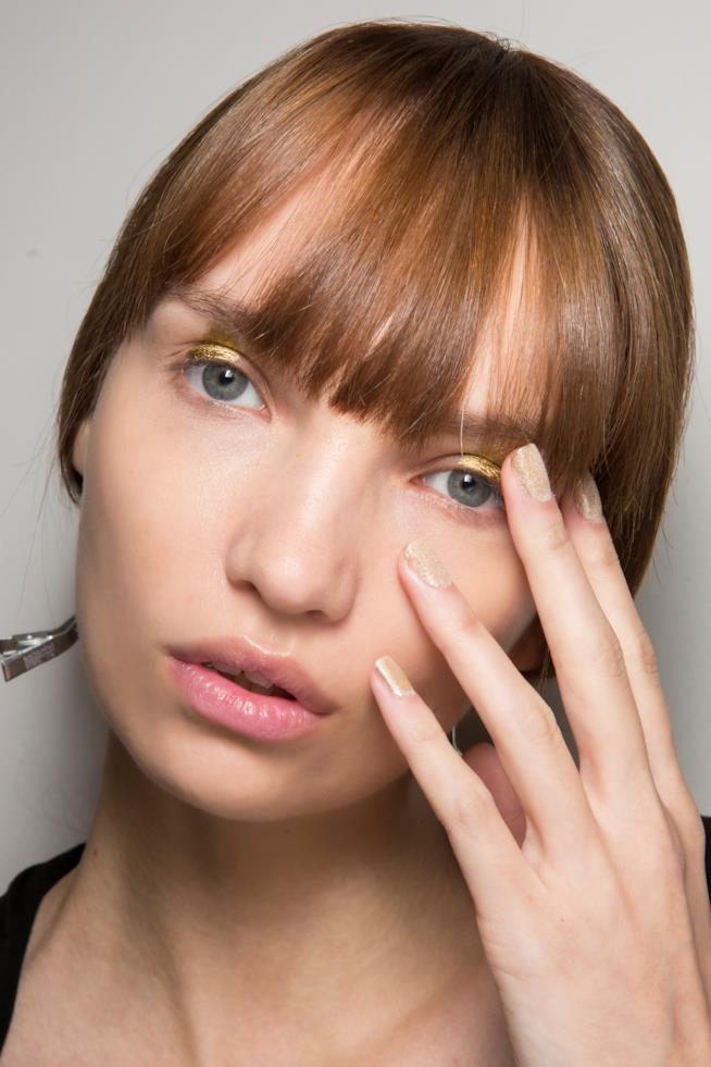 French manicure glitter