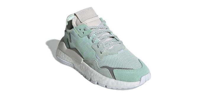 Sneaker a punta con suola bianca e tomaia nelle tonalità di verde menta