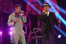 J-Ax e Fedez che cantano.