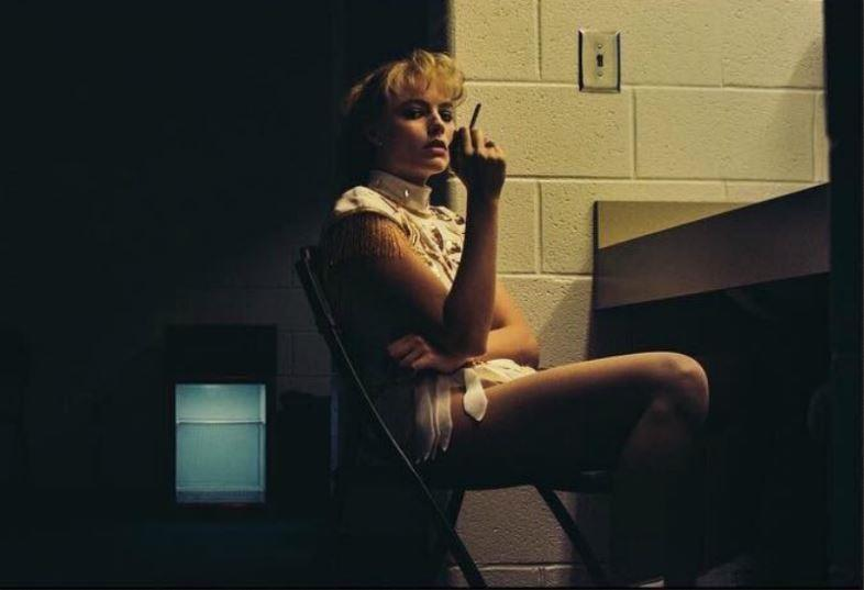 Margot Robbie in una scena di I, Tonya