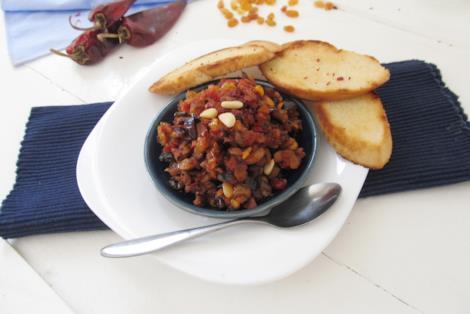 Caponata con melanzane fritte in salsa di pomodoro agrodolce