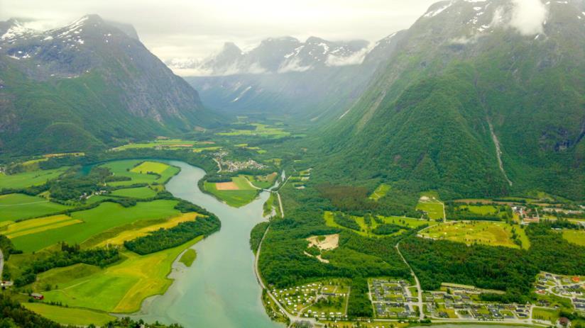 In Norvegia, tra montagne e fiordi: la bellissima città di Åndalsnes