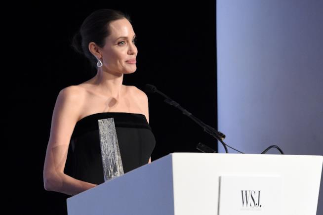 Angelina Jolie durante una conferenza