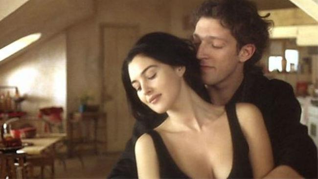Monica Bellucci e Vincent Cassel nel film L'appartamento