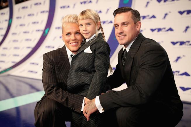 Pink con la figlia Willow e suo marito Carey Hart