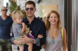 Il cantante Michael Bublé con moglie e figlio