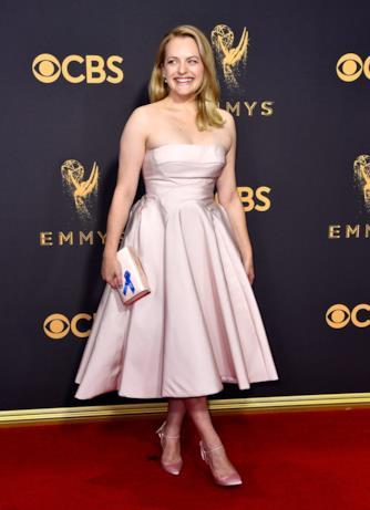 Elisabeth Moss sul red carpet degli Emmy 2017
