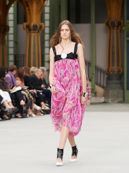 Sfilata CHANEL Collezione Donna Primavera Estate 2020 Parigi - CHANEL Resort PO RS20 0059