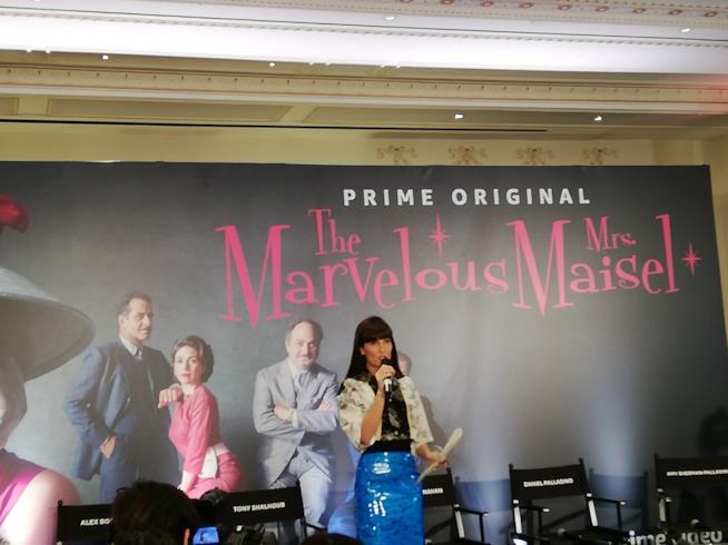 La conduttrice di Victor Victoria ha condotto in modo perfetto le interviste al cast di La fantastica signora Maisel