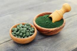 Alla scoperta dei benefici, delle proprietà e delle controindicazioni dell'alga spirulina