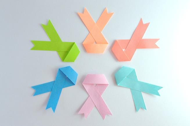 fiocchi di vari colori per il cancro
