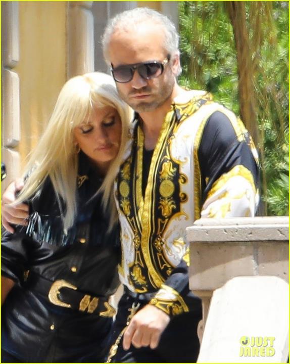 Penelope Cruz e Édgar Ramírez come Gianni e Donatella Versace sul set di American Crime Story 2