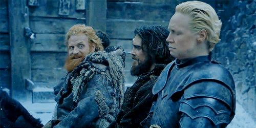 Tormund guarda innamorato Brienne, ma lei distoglie lo sguardo disgustata