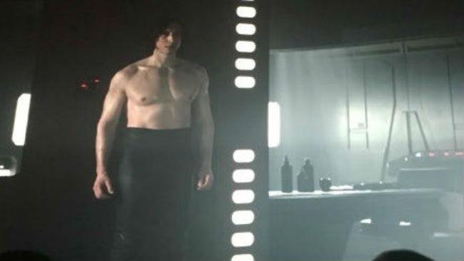 Adam Driver in Star Wars - Gli Ultimi Jedi senza maglietta