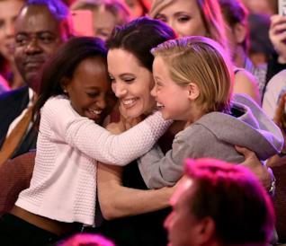 Angelina Jolie con due delle sue tre figlie