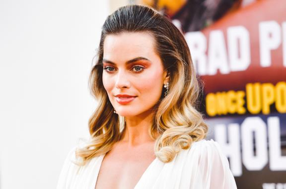 "Margot Robbie alla Première di ""Once Upon a Time"" in Chanel"