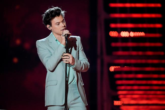 Harry Styles live ai British Fashion Awards