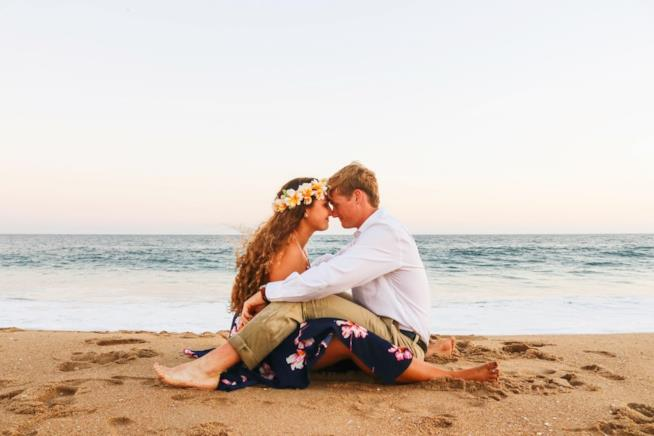 Coppia di fidanzati in spiaggia