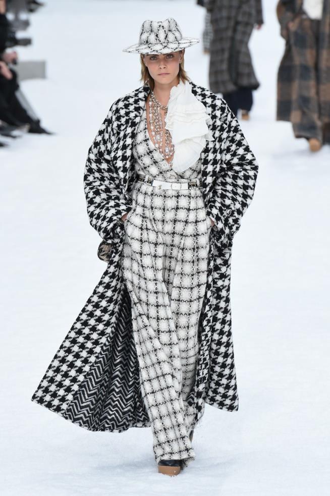 Un look alla sfilata Chanel