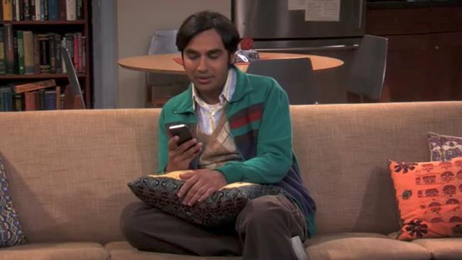 Raj e Siri in The Big Bang Theory