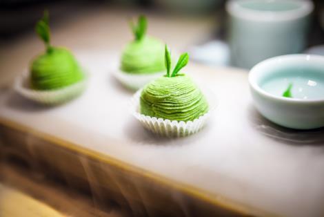 Primo piano del budino salato agli asparagi
