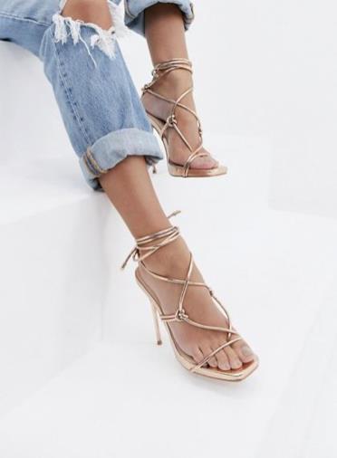 Sandali oro rosa con tacco e laccetto
