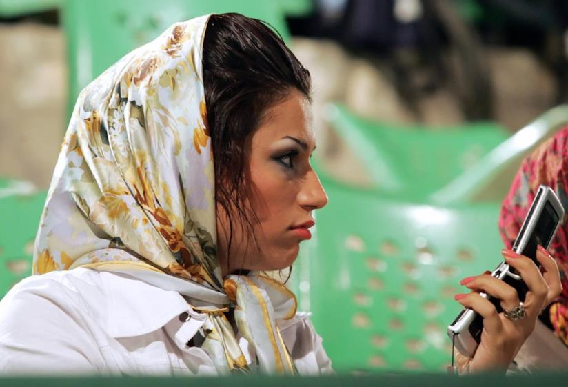 Iran, donna con velo