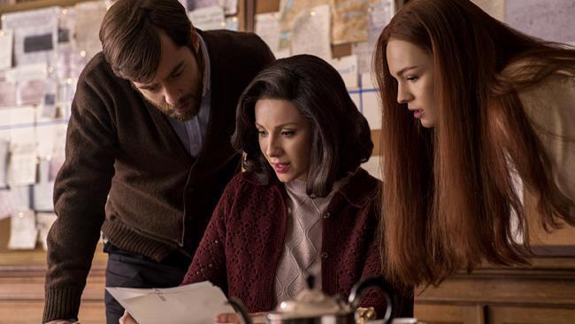 Claire, Roger e Brianna, scena tratta da Outlander 3