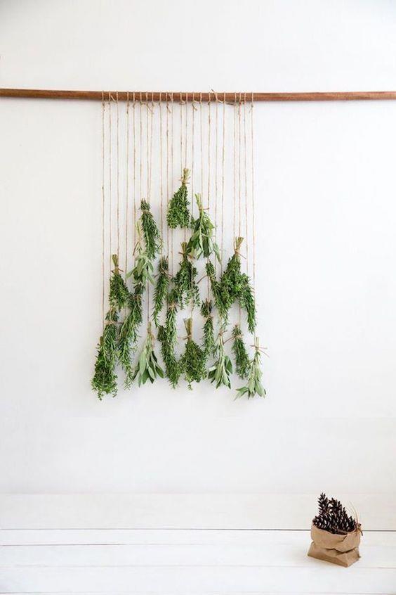 Albero natalizio di erbe aromatiche