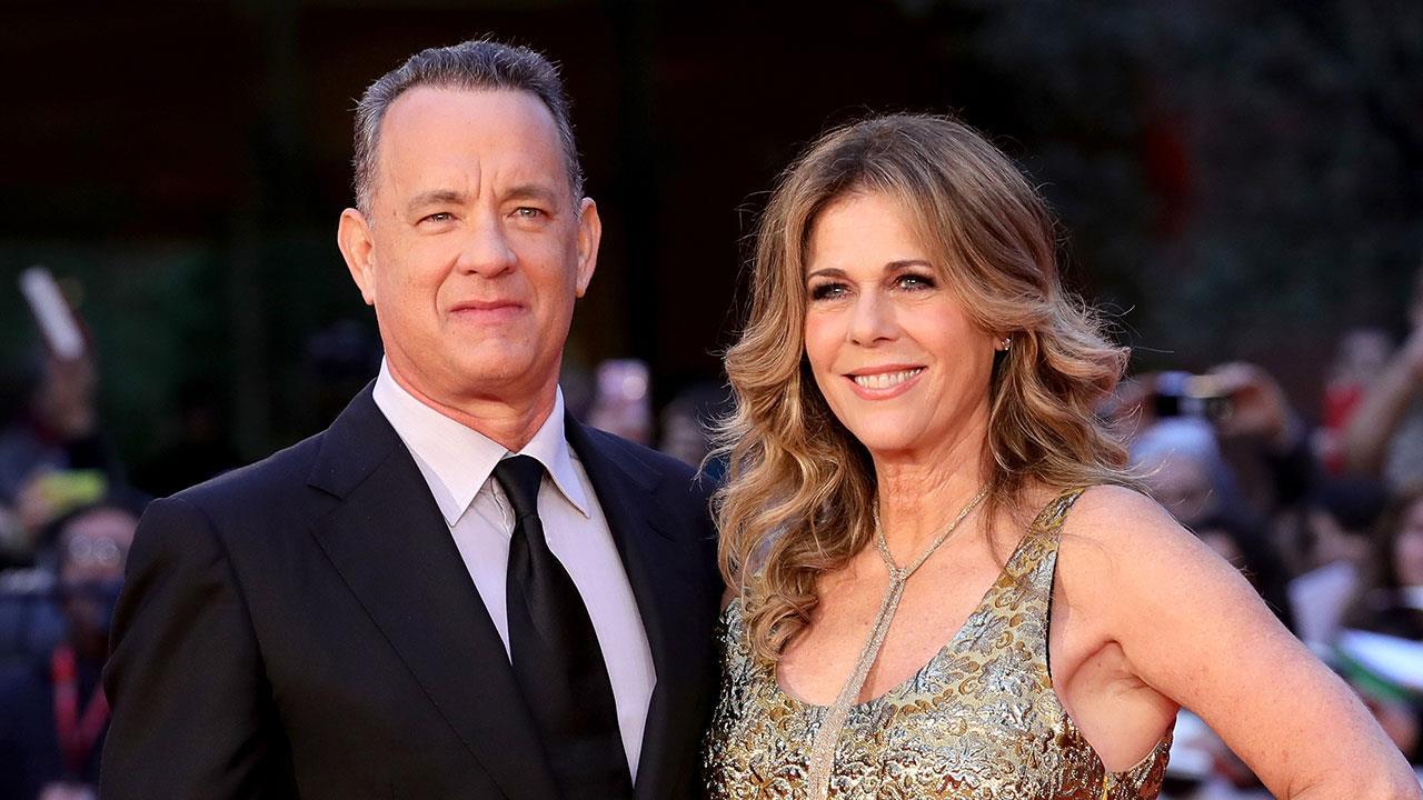 Un sorridente primo piano di Tom Hanks e Rita Wilson