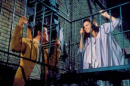Una scena di West Side Story con Natalie Wood e Richard Beymer